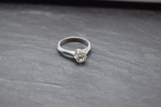 Wonderful engagement ring made of 18kt white gold with brilliant