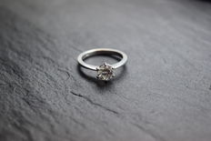 Wonderful engagement ring made of 18 kt white gold with brilliant weighing 1.00 ct Colour: H & clarity VS1