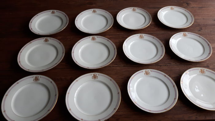 Pullivuyt Paris- Set of 12 monogrammed  porcelain plates