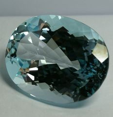 Blue Topas - 79.50 ct