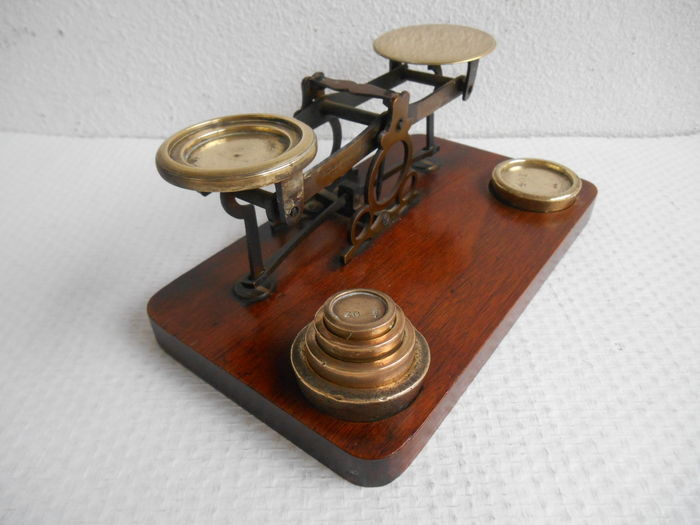 Brass postal scales with set of weights - William Mitchell - England - ca. 1930.