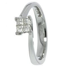 White gold women's ring with diamond