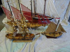 Lot of 4 sailing boats, 1 with jagged sails - all very detailed