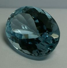 Topaz, intense sky blue, 70.71 ct