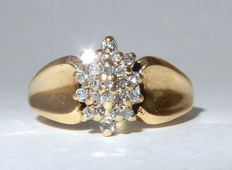 Beautiful gold cocktail ring with  pile of diamonds, approximately 0.32 ct.