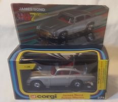 James Bond's 007 - Corgi - no. 271 - 1:36 - 1978 The UK - James Bond Aston Martin + 2 plastic men, still in original paper bag
