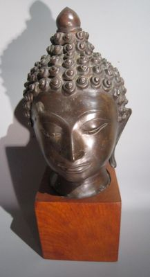 Large bronze Buddha head on wooden base - Thailand - second half 20th century