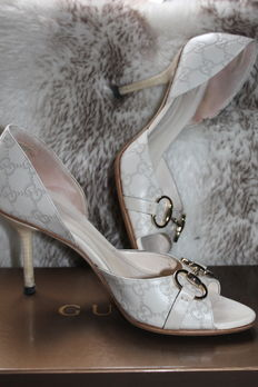 Gucci – court shoes with Guccissima pattern