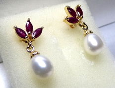14 kt women's gold ear jewellery with a total of 8 kt rubies and pearls (oval, approx. 8 mm diameter)