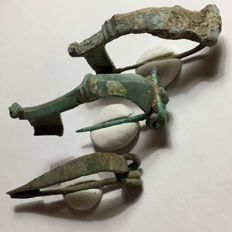 Collection of 3 Ancient Roman bronze decorated fibulae - 45/45/50 mm (3)