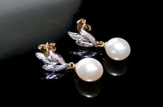 Ladies' gold earrings with diamonds and pearls