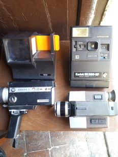 Lot consisting of  2 film cameras from the 50s, one Kodak Istamatic from the 70s and a portable slide screen