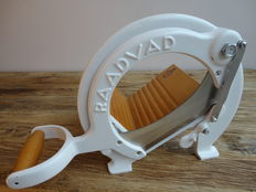RAADVAD Vintage Bread Slicer / Cutter - White - Original Paint - no. 294