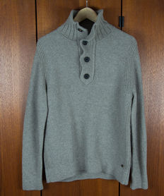 Hugo Boss - warm jumper