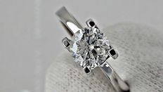 IGL 1.04 ct round diamond ring made of 14 kt white gold