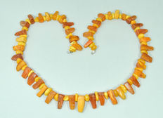 Art Deco Baltic amber necklace in butterscotch/ honey color, weight: 46 gram