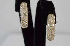18 kt yello gold creole pave set with high quality diamonds - measurements: 2.0-2.1 x 0.5 cm