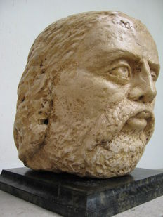 Marble stone head - 13th/14th century