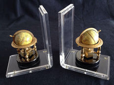 Antique bookends of earth globes in bronze and methacrylate.