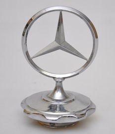Mercedes-Benz - ster - hood ornament met dop / Mercedes-Benz star with chrome rosette