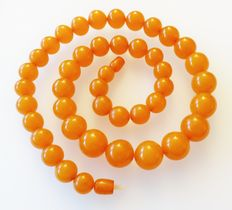 Art Deco necklace made of butterscotch amber in honey/caramel, approx. 78.8 grams, around 1930