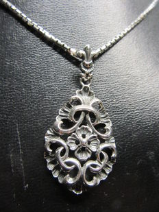 Silver necklace with pendant.