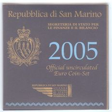 San Marino – year pack 2005, including silver, 5 Euro coin.