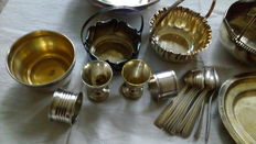 Lot consisting of 20 objects in metal & silvered metal - egg cups, spoons, baskets, towels' rings, dish, finger bowls, buckets