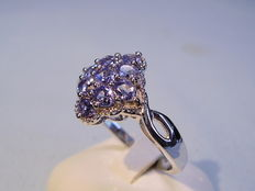 Tanzanite ring 9 oval facetted tanzanites 1.4ct in total