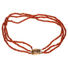 Red coral necklace set with yellow gold clasp