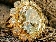 Ring with Feldspar of 8.60 ct and 0.30 ct Diamonds