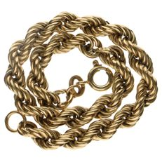 Yellow gold bracelet with twisted links
