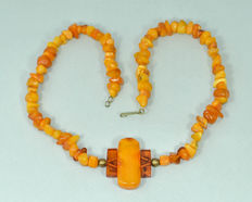 Art Deco Baltic amber necklace with pendant, butterscotch/ honey colour, weight: 25 gram