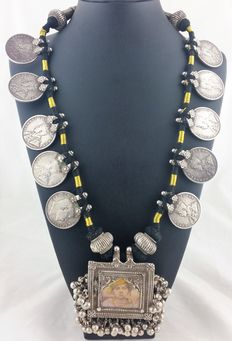 Antique necklace in .900 silver and fabric – Northern India