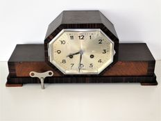 Amsterdam school mantel clock - 8 day movement, half and full hours strike on gong