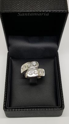White gold ring, with diamonds totalling:  0.904 ct