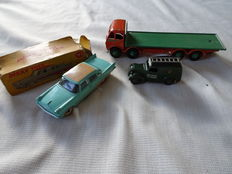 Dinky (Super) toys- Scale 1/43 -1/48- lot with De Soto Firelite Sedan No. 192, Telephone Service Van no. 261 and Foden Flat Truck 1st Cab No. 501