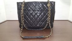 Chanel – Handbag with shoulder strap