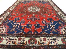 """Semi-antique Hamadan - 194 x 133 cm. - """"Persian richely decorated rug in good condition"""" - Note! No reserve: starts at € 1.-"""