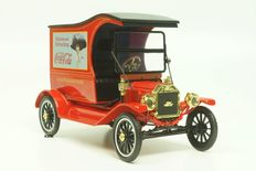 Motor City Classics - Scale 1/18 - Ford Model T Cargo Van *Delicious and Refreshing* Coca-Cola 1917 Red