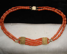 Antique necklace in precious pink-red coral with sterling 925 gold-plated clasp, early 1910s.