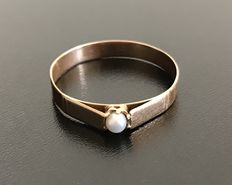 Delicate 1900's ring in 18 kt pink gold, with a central fine 3 mm diameter pearl - No reserve