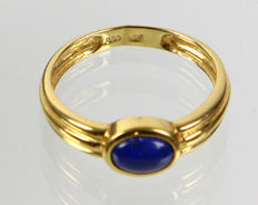 A lapis lazuli ring in 333 Gold