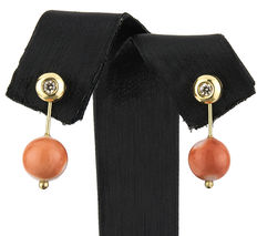 Convertible earrings made of yellow gold with diamonds and natural Pacific coral.