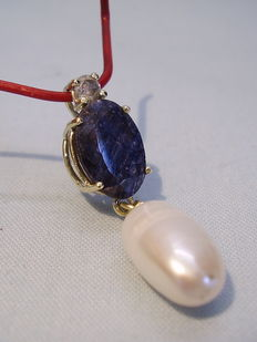 Gold pendant with natural blue sapphire 4.15ct, diamond 0.23ct and genuine pearls