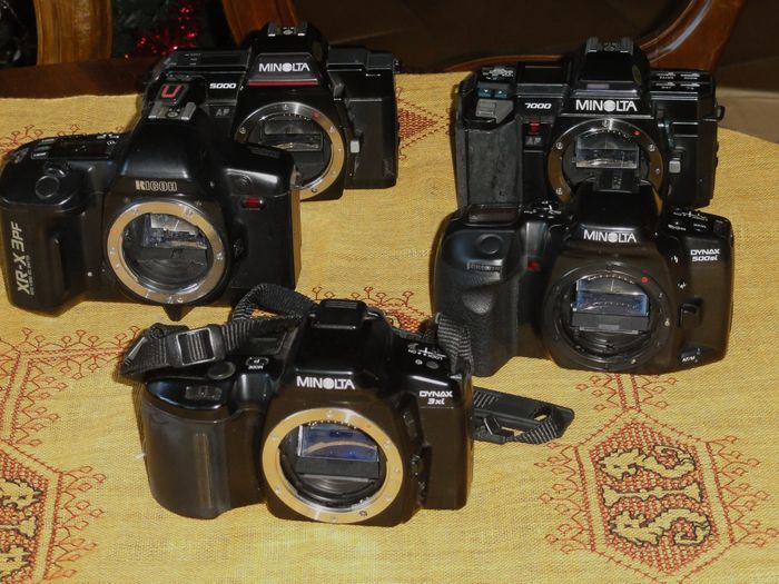 Lot consisting of 4 MINOLTA cameras and one RICOH