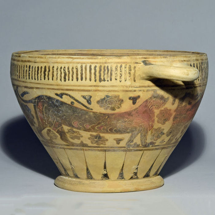 Corinthian pottery skyphos with ibexes and panther – 13.1 cm   (5⅛ in.)