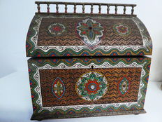Beautiful, large, Indian jewellery chest, richly decorated - first half of 20th century.