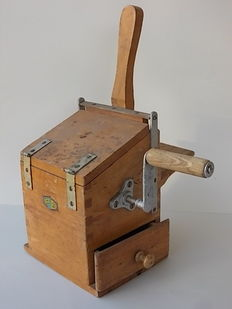 Old and large cheese grater for bread and cheese in wood, nails placed on the drum are made of bronze, with drawer Italy, end of 1800s made by P.B