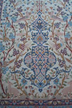 Beautiful Persian rug Isfahan 108x165cm Handknotted Around 1970